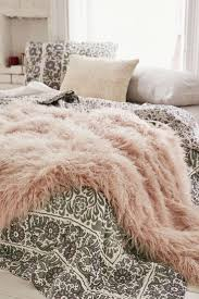 Faux Fur Blankets And Throws Top 25 Best Faux Fur Blanket Ideas On Pinterest Faux Fur Throw