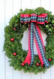 Christmas Wreath Decorating Ideas Photos by How To Make A Traditional Christmas Wreath Fynes Designs Fynes