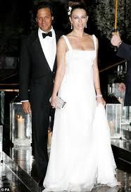hello wedding dress the hello wedding curse is real who magazine