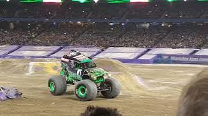 grave digger 30th anniversary monster truck monster jam jan 29th grave digger perfect score youtube
