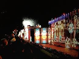 christmas lights train ride a dazzling and free train ride with over 50 000 christmas lights