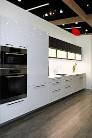 cuisine blanche parquet cuisine blanche sol marron toutes les idées pour la décoration