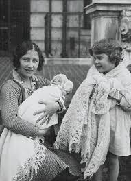 Queen Elizabeth Shooting How Princess Margaret Burned Diana U0027s Letters To Queen Mother