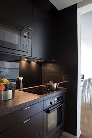 cuisine mur noir 7 cuisines noires qui vont vous faire aimer le noir côté maison