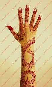 a simple and classy dubai styled mehndi design has pretty small