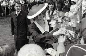 what it was like at princess diana u0027s funeral with queen elizabeth