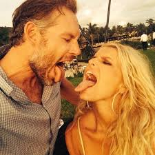 jessica simpson nudw jessica simpson shares a selfie with her son ace picture jessica