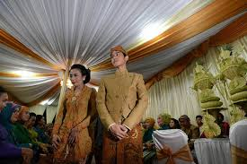 profil gibran jokowi orangtua non muslim ternyata selvi ananda sudah resmi mualaf plus