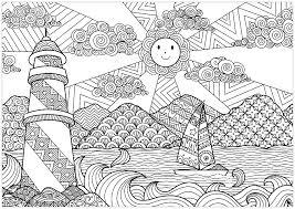 Joli paysage marin avec le soleil et un phare  A partir de la