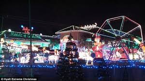 House And Home Christmas Decorating by Is This America U0027s Most Lavishly Decorated Home Neighbors U0027 Outrage