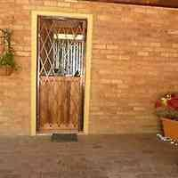 2 Bedroom Flat For Rent In East London Deals In Houses In East London Gumtree Classifieds South Africa