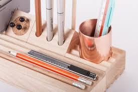 organiseur de bureau en bois organiseur de bureau 6 k 1 stationery kit maxim scherbakov objet 14