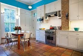 cuisine tomettes photo tomette terre cuite sol cuisine bois cuisine meuble blanc