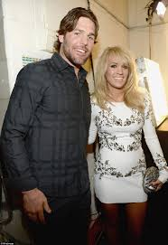dierks bentley wedding ring carrie underwood jana kramer and kimberly perry attend cmt awards
