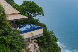 infiniti pool overlooking the ocean at the banyan tree cabo