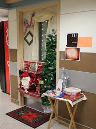 Christmas Decoration For A Door by Top Office Christmas Decorating Ideas Christmas Celebrations