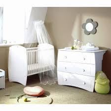 fauteuil chambre bébé allaitement fauteuil relaxation avec accessoire deco chambre bebe luxe
