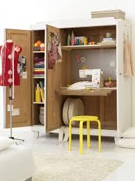 bureau dans un placard créer un bureau atelier dans un petit espace idée créativeidée