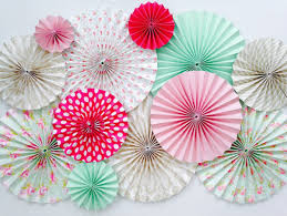 paper fan backdrop chic stylish weddings