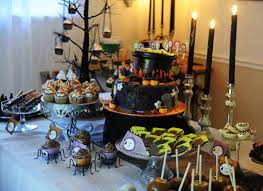 Halloween Wedding Table Centerpieces by Best 20 Halloween Table Ideas On Pinterest Halloween Table