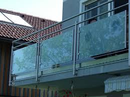 balkon metall balkon mit metall und kleine milchglas platten hillerzeder