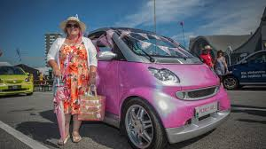 smart car pink largest smart parade ever gathers 1 635 cars
