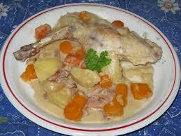 cuisiner un lapin au vin blanc lapin à la moutarde vin blanc et marjolaine en cocotte les