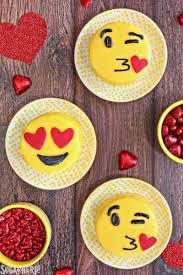 clean emoji emoji cakes sugarhero