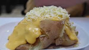 patate en robe de chambre pommes de terre farcies aux oeufs en sauce au fromage gratinées