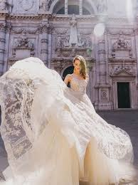how to get an affordable customized wedding dress