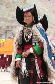 ladakh clothing image 6 12 ladakhi women with triditonal dress trekking
