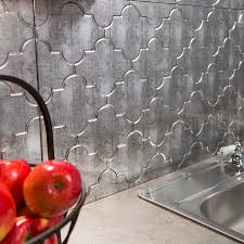 fasade backsplash monaco in crosshatch silver