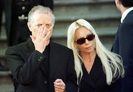 versace designer july 15 1997 fashion designer gianni versace dead outside