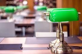 le bureau verte le verte dans le bureau de bibliothèque image stock image du