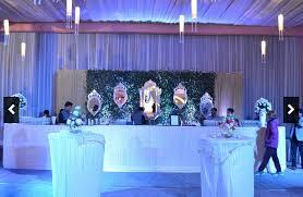 wedding backdrop on stage 7 unique ways of using mirrors on your wedding wedmegood