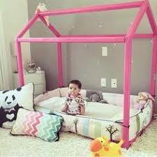 Montessori Bedroom Toddler Un Habitación Con Paredes En Azul Room Kids Rooms And Babies