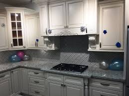 white maple glazed kitchen cabinets