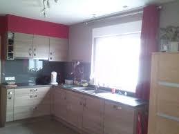 mur cuisine framboise cuisine meuble framboise idées de décoration et de mobilier pour