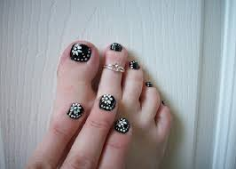 black and white floral toenail easy nail designs for short nails