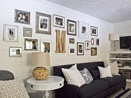 Helpful Hints For Displaying Family Photos On Your Walls - Black and white family room