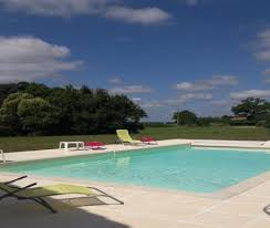 gite 6 chambres gïte 14 pers 6 chambres climatisation piscine à laujuzan