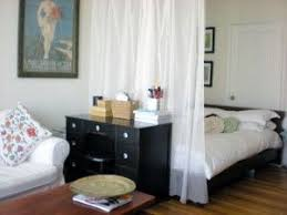 Studio Apartment Room Dividers by Best 25 Curtain Divider Ideas On Pinterest Room Divider Curtain