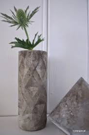 Vase Made From Plastic Bottle Nostalgiecat Concrete Vase Diy From A Plastic Bottle