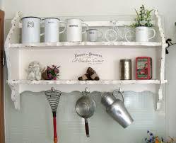 wandregal für die küche garderobe aus holz in braun und weiß - Wandregal Küche Landhaus