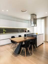cuisine bois peint cuisine moderne avec un sol en bois peint photos et idées déco de