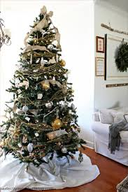 Decorate Christmas Tree With Burlap by Decorating The Christmas Tree