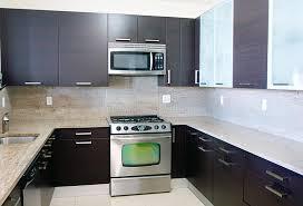 le cuisine moderne cuisine moderne de type contemporain avec le dessus de granit photo