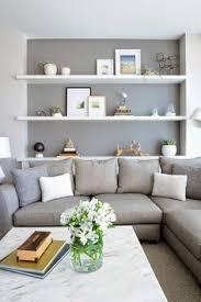hellgraues sofa grau wandfarbe hellgraues sofa weiße regale haus und garten