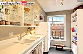 küche einrichten kleine küche einrichten klassisch weiß glasfronten