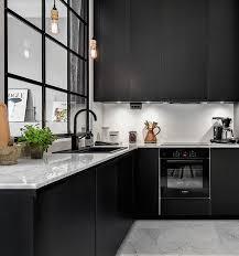 cuisine marbre noir plan de travail cuisine en marbre maison design bahbe com